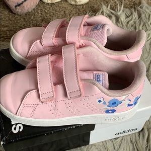 """Cute little girls shoes""""gently used"""""""
